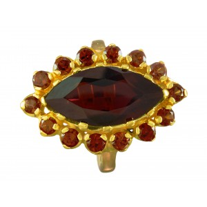 marquise ring for woman in garnets and 18 carat gold on silver